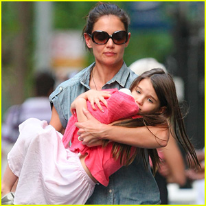 Katie Holmes & Suri: Monday Afternoon Stroll