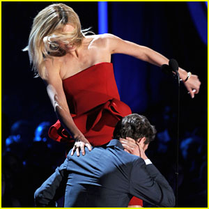 Michael Fassbender: MTV Movie Awards with Charlize Theron!