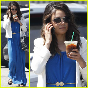 Mila Kunis Cools Off with Coffee