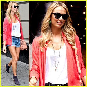 Stacy Keibler: Armani Exchange Shopper!