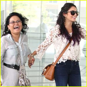 Vanessa Hudgens: Meeting with Mom Gina