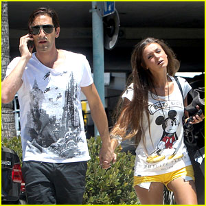 Adrien Brody: Shopping Stroll with Lara Lieto!