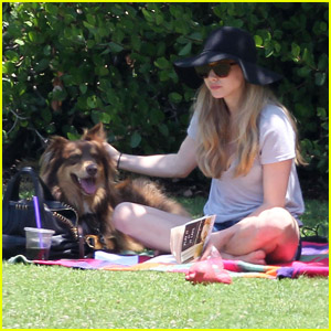 Amanda Seyfried: Afternoon in the Park with Finn!