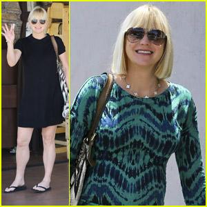 Anna Faris: Pregnant Stroll in Pasadena!