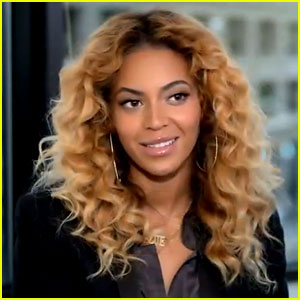 Beyonce Reads Letter to Michelle Obama in Campaign Ad!