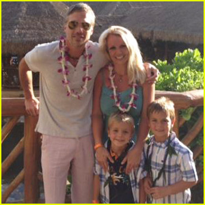 Britney Spears: 'Happy 4th of July' from Hawaii!