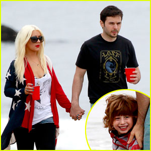 Christina Aguilera & Matthew Rutler: 4th of July with Max!