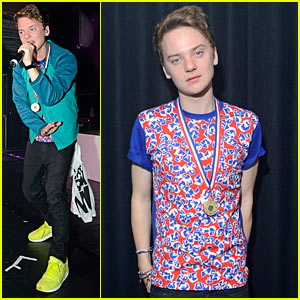 Conor Maynard: G-A-Y- Bar Performance!