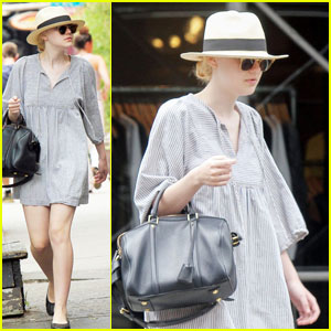 Dakota Fanning: Big Apple Stroll