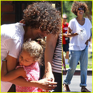 Halle Berry & Nahla: July Fourth Hugs!