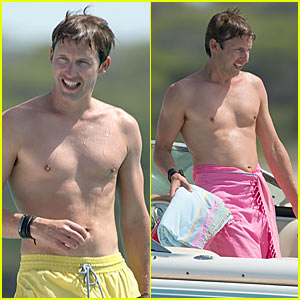 James Blunt: Shirtless in Ibiza!