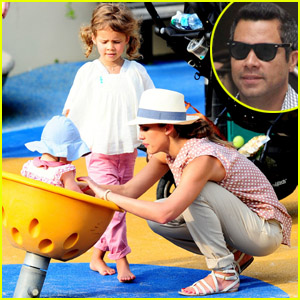 Jessica Alba: Park Playdate with Honor &#038; Haven!