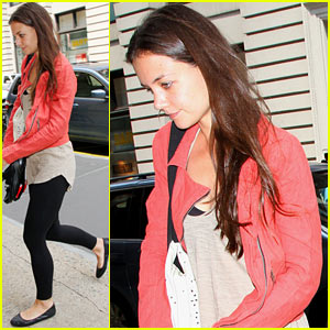 Katie Holmes Steps Out After Tom Cruise & Suri Leave NYC