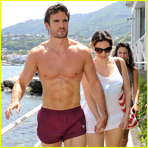 Kelly Brook & Shirtless Thom Evans: Ischia Boat Ride!