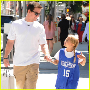 Mark Wahlberg: Daddy-Daughter Time with Ella Rae!