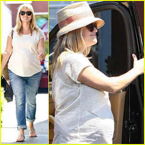 Reese Witherspoon: Brentwood Country Mart Baby Bump!