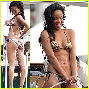 Rihanna: Bikini in Portofino!