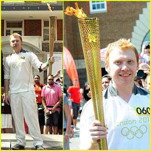 Diverses photos de l'acteur - Page 2 Rupert-grint-olympics-torch-flame