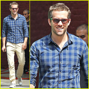 Ryan Reynolds: West Village Smile!
