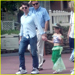 Tom Cruise: Disney World with Suri!
