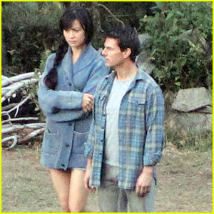 Tom Cruise: 'Oblivion' Set with Olga Kur