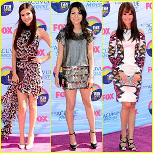 Victoria Justice & Debby Ryan - Teen Choice Awards 2012