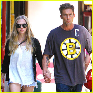Amanda Seyfried & Desmond Harrington Hold Hands in NYC!