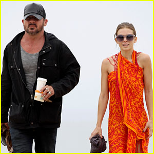 AnnaLynne McCord: Sunset Stroll with Dominic Purcell!