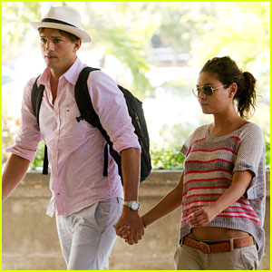 Ashton Kutcher & Mila Kunis: Holding Hands in Bali!