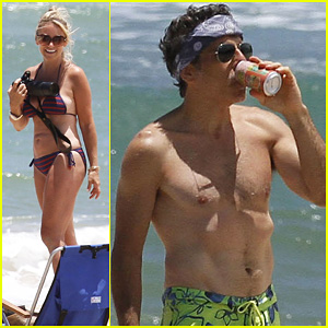 Ben Stiller: Shirtless in Hawaii with the Family!