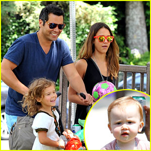Jessica Alba: Park Playtime with the Family!