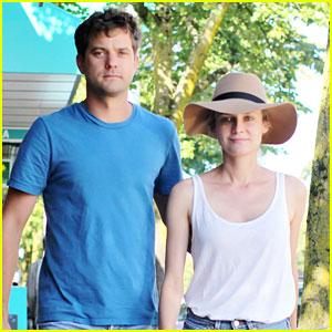 Joshua Jackson & Diane Kruger: Vancouver Stroll