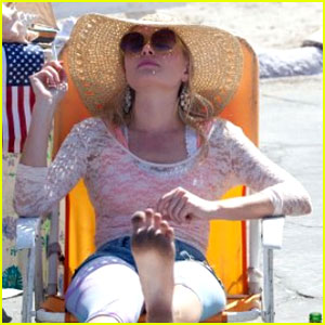 Kate Bosworth & Juno Temple: 'Little Birds' Exclusive Clip!