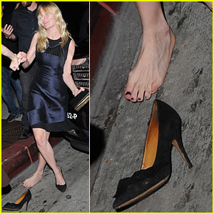 Kirsten Dunst Loses Shoe Outside Bootsy Bellows