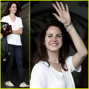 Lana Del Rey: Saturday Smiles!