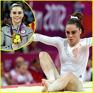 McKayla Maroney Falls During Vault Finals, Wins Silver Medal