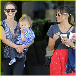 Natalie Portman & Aleph: Akasha Lunch with Rashida Jones!