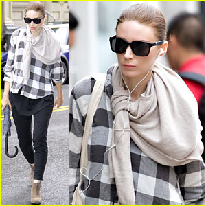 Rooney Mara: Rainy Big Apple Weekend!