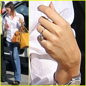 Sofia Vergara: Engagement Ring At 'Modern Family' Photo Shoot