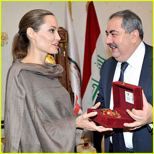 Angelina Jolie Receives Gift from Iraqi Foreign Ministry