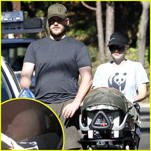 Anna Faris & Chris Pratt: Strolling with Baby Jack!