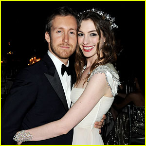http://cdn01.cdn.justjared.com/wp-content/uploads/headlines/2012/09/anne-hathaway-married-to-adam-shulman.jpg