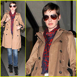 Anne hathaway valentino wedding dress anne hathaway just jared anne hathaway valentino wedding dress junglespirit Gallery