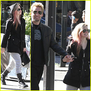 Avril Lavigne: France with Fiance Chad Kroeger!