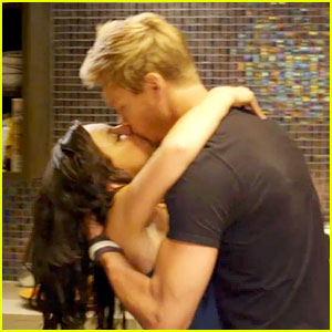 Chad Michael Murray & Rachael Leigh Cook Can't Stop Kissing!