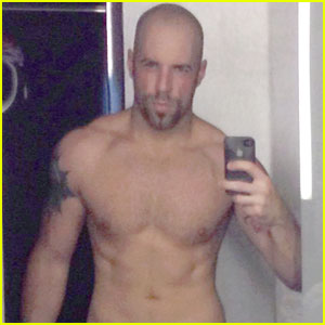 Chris Daughtry Tweets Sexy Shirtless Six Pack Photo!