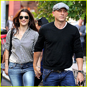 Daniel Craig & Rachel Weisz: Holding Hands in Manhattan!