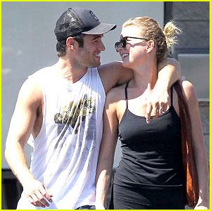 Emily VanCamp & Josh Bowman: Watch 'Revenge' on Netflix!