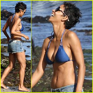 Halle Berry: Bikini Beach Babe!