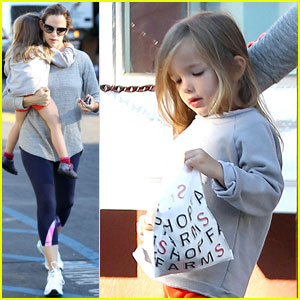 Jennifer Garner: Breakfast Run with Seraphina!
